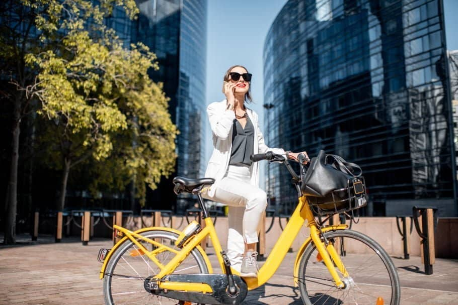 Easy E-Biking - woman city e-biking, helping to make electric biking practical and fun