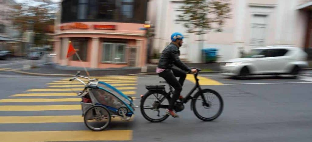 Easy E-Biking - e-bike kids trailer street, helping to make electric biking practical and fun