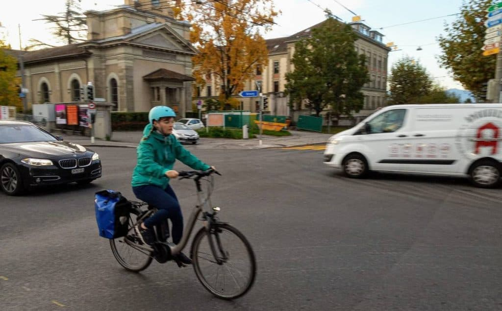 Easy E-Biking - woman e-biking city, helping to make electric biking practical and fun
