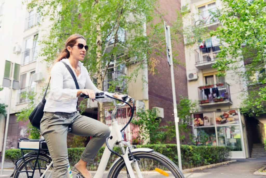 Easy E-Biking - woman e-bike city, helping to make electric biking practical and fun
